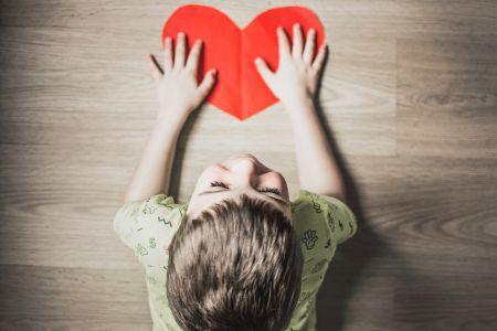 Како научити децу да је радост у давању?
