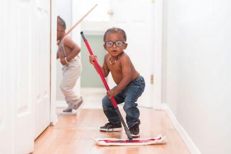 Како подстаћи децу да се укључе у кућне послове?